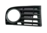 Решётка в передний бампер правая с отверстием под птф для Фольксваген Гольф 5 / Volkswagen Golf 5
